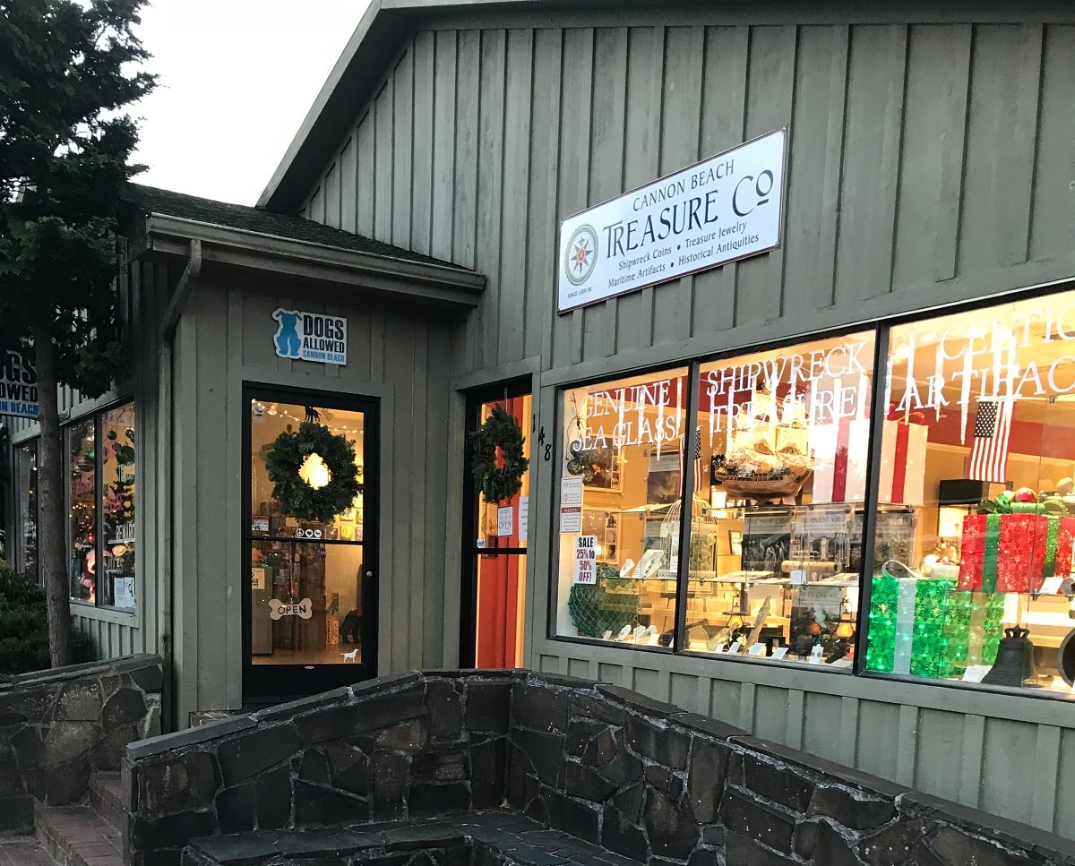 Cannon Beach dog friendly shops